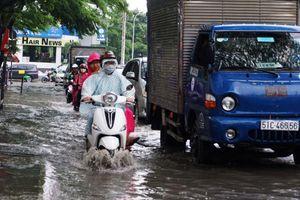 'Phố nhà giàu' Thảo Điền lại ngập như sông sau cơn mưa lớn đầu tuần