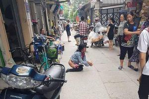 Bị phát hiện trộm thuốc lá, nữ quái ở Hà Nội tụt quần quỳ lạy xin tha