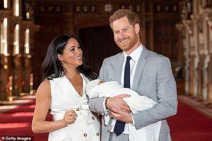 Mất nhiều thư ký riêng, vợ chồng Hoàng tử Harry đăng đàn tuyển trợ lý