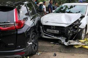 Đạp nhầm chân ga, nữ tài xế xe Mazda 3 gây tai nạn liên hoàn