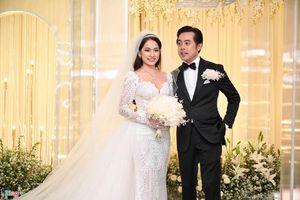 Dương Khắc Linh sáng tác, đệm đàn cho vợ 9X hát trong lễ cưới