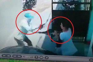 Clip: Người phụ nữ tay không đánh tên cướp có súng chạy trối chết