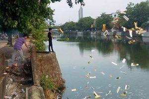 TT Huế: Tiếp tục xác minh 2 đối tượng rải vàng mã xuống sông gây phản cảm