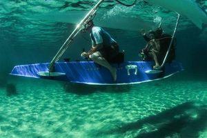 Thuyền biến thành tàu ngầm cá nhân