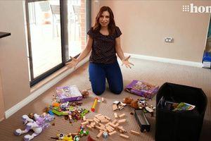 Bà mẹ trẻ chia sẻ bí quyết khiến trẻ nhỏ tự giác thu dọn đồ chơi