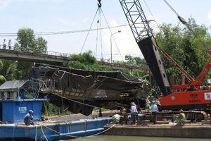 Đồng Tháp: Cẩu thành công xe tải, kênh Tân Nghĩa khơi thông