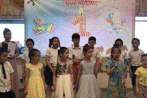 Lễ tổng kết khóa học tiếng Việt 'Quê hương' tại Ekaterinburg