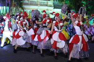 Rộn ràng lễ hội ẩm thực và Carnaval quốc tế