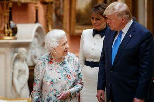 Tổng thống Trump không nhận ra món quà đã tặng Nữ hoàng Anh