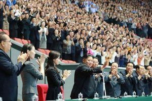 Em gái ông Kim Jong Un xuất hiện, đập tan tin đồn