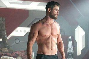 Vợ Chris Hemsworth phát ớn với những màn khoe thân của chồng trên phim