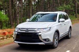 Chiếc ô tô 7 chỗ này lại được giảm giá mạnh gần 52 triệu đồng/chiếc tại Việt Nam
