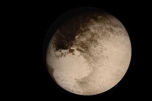 Phun trào núi lửa lạnh tạo nên bề mặt băng giá của Sao Diêm Vương