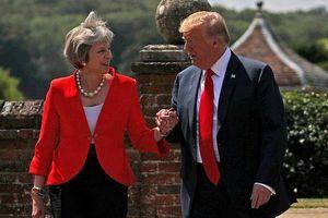 Ẩn ý đằng sau món quà Thủ tướng Anh tặng Tổng thống Trump