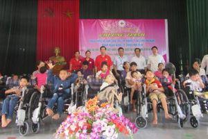90 chiếc xe lăn đến với trẻ em khuyết tật tỉnh Hà Nam
