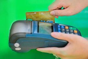 Làm mới thẻ chip ngân hàng khách hàng có bị mất phí?