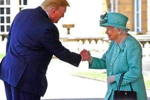 'Giải mã' món quà TT Trump tặng Nữ hoàng Anh và bất ngờ người phía sau nó