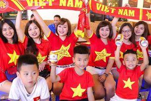 Cổ động viên Hà Nội cuồng nhiệt 'tiếp lửa' cho đội tuyển Việt Nam