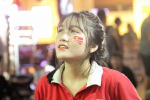 CĐV tin Việt Nam vô địch King's Cup khi thắng Thái Lan ở phút bù giờ
