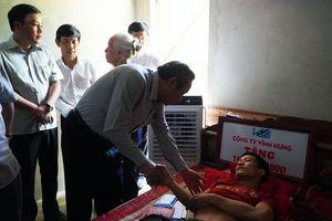 Bí thư Tỉnh ủy Quảng Bình chia sẻ khó khăn với 'người hùng' mùa lũ 2010
