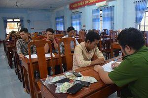 Thừa Thiên Huế: Triệt xóa tụ điểm đánh bạc, bắt giữ hàng loạt con bạc