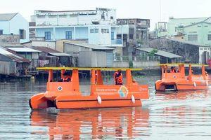 Làm sạch sông Mê Kông bằng thuyền lọc rác chạy năng lượng mặt trời
