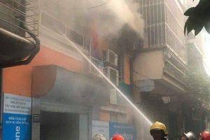 Hà Nội: Cháy nhà dữ dội trong cơn dông