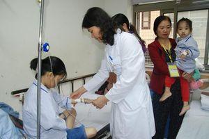 Nữ bác sĩ truyền 'năng lượng' sống