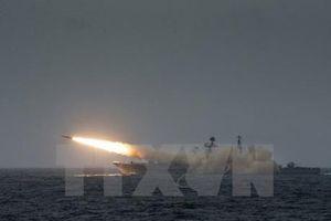 Trung Quốc phóng thử tên lửa Trường Chinh từ tàu biển