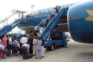 Vietnam Airlines chậm chuyến vì chờ khách VIP: Tùy tiện, cửa quyền