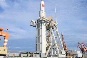 Trung Quốc lần đầu tiên phóng thành công tên lửa đẩy trên biển