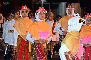 Hình ảnh một lễ diễu hành Eid al-Fitr ở thành phố Hồi giáo Indonesia