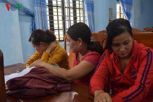 Tổ chức đánh bạc, 8 phụ nữ bị công an bắt gọn