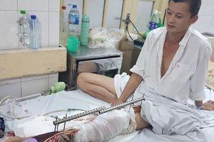 Vừa mất vợ vì tai nạn giao thông, người đàn ông bất hạnh lại có nguy cơ mất chân vì không tiền điều trị