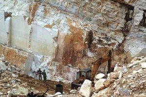Nghệ An: Chuẩn bị nổ mìn khai thác đá, một công nhân tử vong