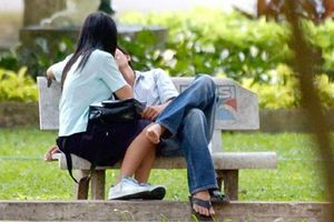 Tình dục học đường ở Việt Nam: Con số sốc và cái kết đắng