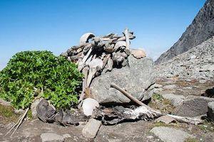 Sự thật kinh hoàng hồ xương người rùng rợn trên đỉnh Himalaya