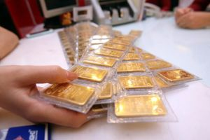 Giá vàng trong, ngoài nước cùng giảm nhẹ