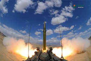 Clip: Lần đầu tiên Trung Quốc bắn thử tên lửa đạn đạo DF-11 AZT