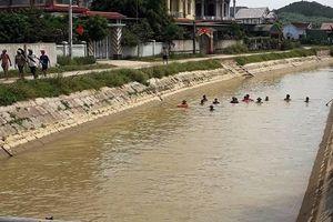 Trượt chân ngã xuống kênh, cụ bà 84 tuổi đuối nước tử vong