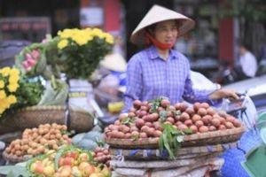 Trái cây 'cháy hàng', tăng giá đột biến sát ngày Tết Đoan Ngọ