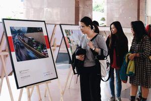 TP.HCM: Triển lãm ảnh về ô nhiễm không khí tại các trường đại học