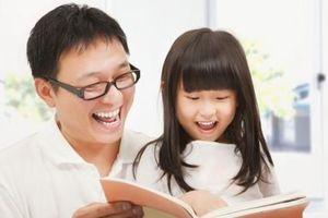 Cha mẹ rất nên đọc sách cùng con từ sớm vì những lợi ích này