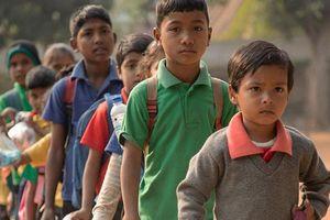 Ấn Độ: Kỳ lạ ngôi trường nhận rác thải nhựa thay cho học phí, 'trả lương' cho học sinh