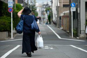 Nhật Bản ra luật tính phí sử dụng bao ni lông