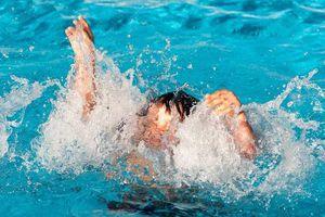 Từ vụ 1 bé trai suýt chết vì đuối nước lộ ra nhiều 'lùm xùm' tại bể bơi Đền Lừ