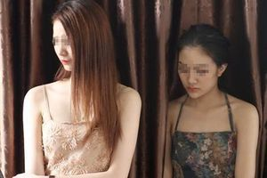 Kiều nữ 19 tuổi cùng 9 người 'đập đá' trong khách sạn