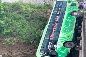 Tạm giam tài xế lao xe xuống sông khiến nhiều người thương vong