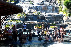 Tắm bùn trên đảo Hòn Tằm