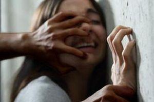 Cô gái 20 tuổi tố bị thanh niên hiếp dâm trong 'rạp' chiếu phim mini